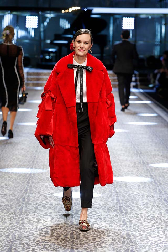 dolce-and-gabbana-fw17-rtw-fall-winter-2017-18-collection (5)-red-coat-suit