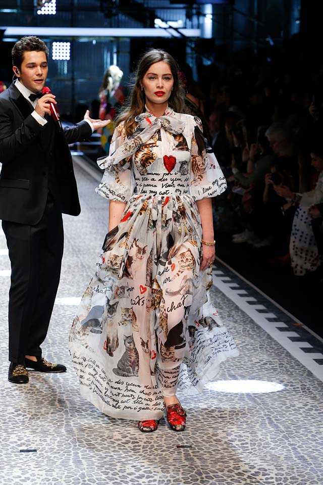 dolce-and-gabbana-fw17-rtw-fall-winter-2017-18-collection (64)-graphic-printed-dress