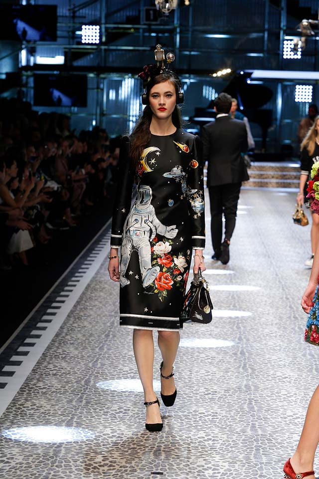 dolce-and-gabbana-fw17-rtw-fall-winter-2017-18-collection (66)-graphic-printed-dress
