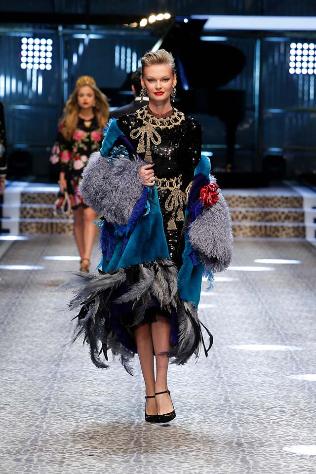 dolce-and-gabbana-fw17-rtw-fall-winter-2017-18-collection (68)-balck-dress-blue-coat