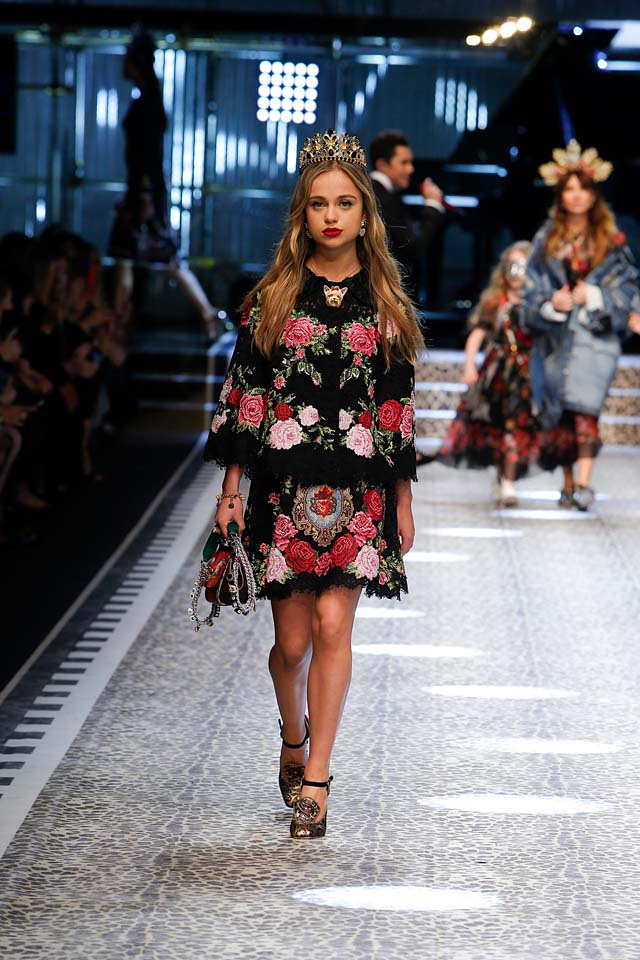 dolce-and-gabbana-fw17-rtw-fall-winter-2017-18-collection (69)-floral-skirt-top