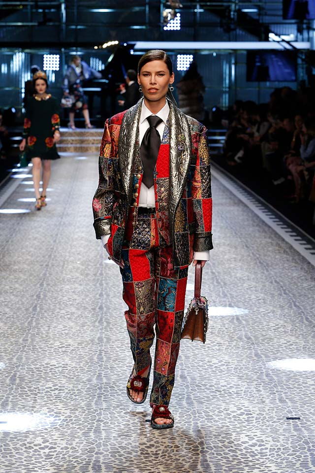 dolce-and-gabbana-fw17-rtw-fall-winter-2017-18-collection (75)-printed-suit