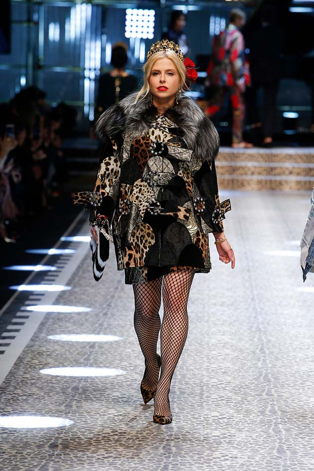 dolce-and-gabbana-fw17-rtw-fall-winter-2017-18-collection (78)-laced-leggings-fur