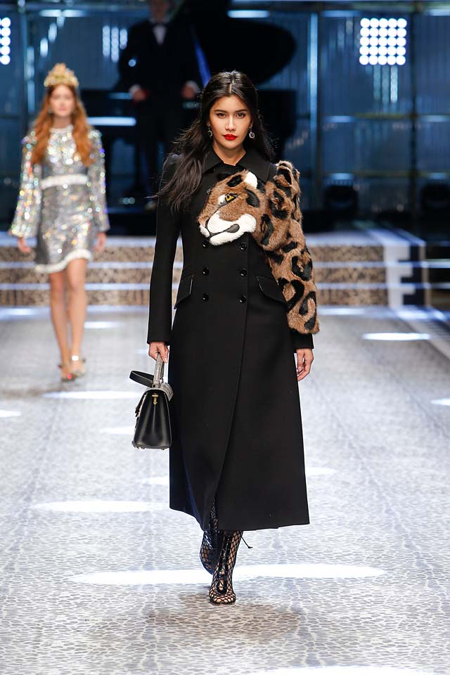 dolce-and-gabbana-fw17-rtw-fall-winter-2017-18-collection (80)-coat-black-animal-print