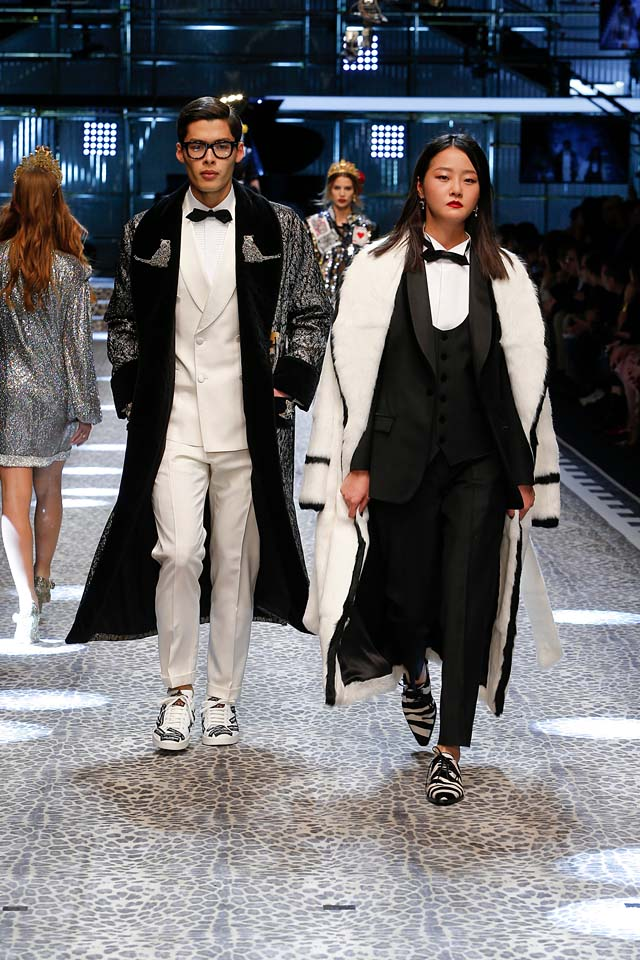dolce-and-gabbana-fw17-rtw-fall-winter-2017-18-collection (82)-black-suit-white