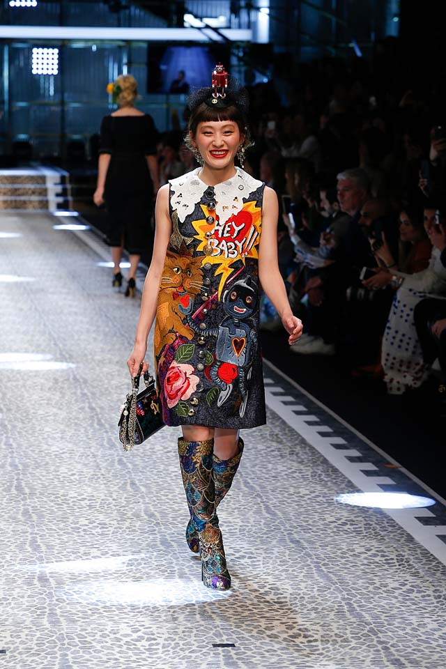 dolce-and-gabbana-fw17-rtw-fall-winter-2017-18-collection (86)-graphic-prints-dress