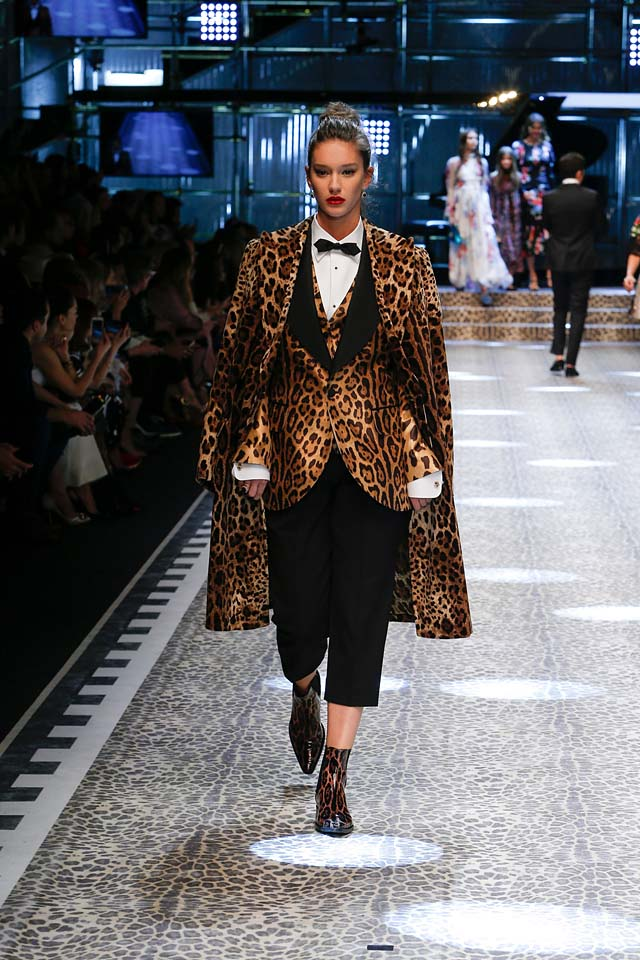 dolce-and-gabbana-fw17-rtw-fall-winter-2017-18-collection (91)-animal-print-suit