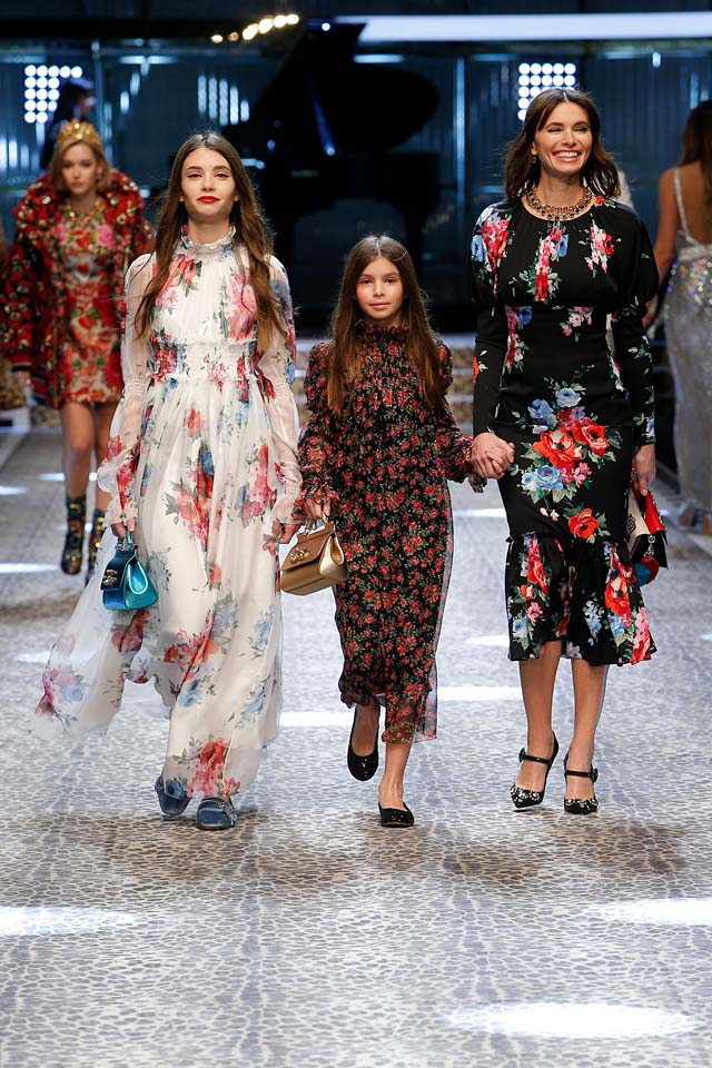 dolce-and-gabbana-fw17-rtw-fall-winter-2017-18-collection (93)-floral-gowns-dress