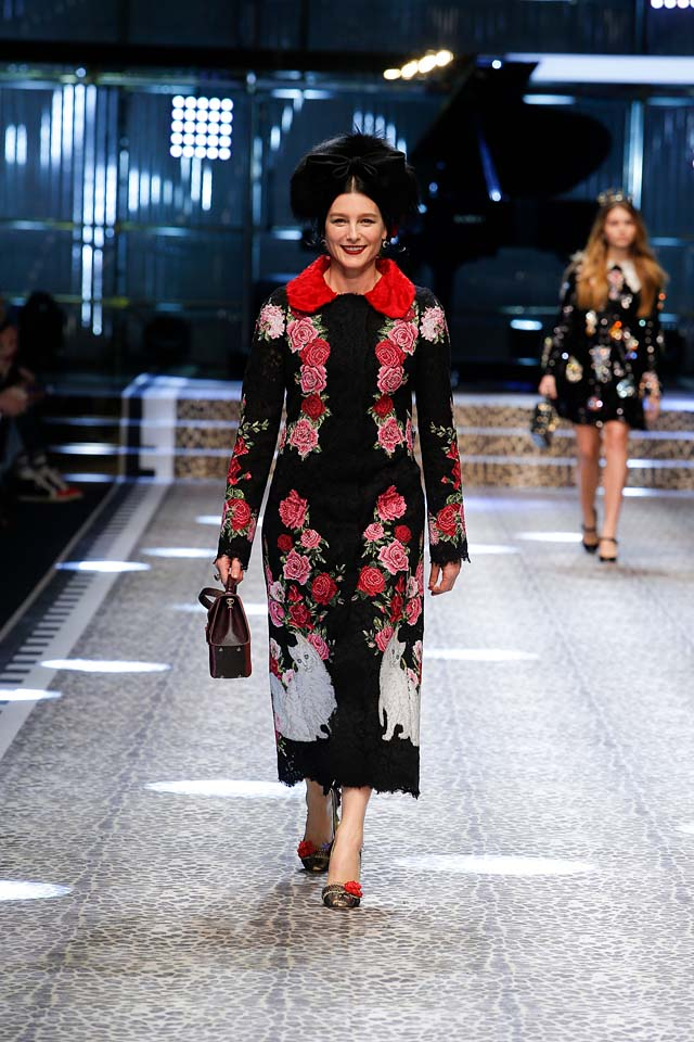 dolce-and-gabbana-fw17-rtw-fall-winter-2017-18-collection (97)-floral-dress-red-collar