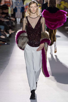 dries-van-noten-fw17-fall-winter-2017-collection-01-62-fur-scarf-white-pants