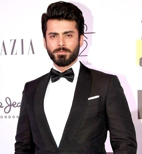 fawad-khan-at-awards-comb-over-hairstyle-bollywood-actors-2017-top-styles