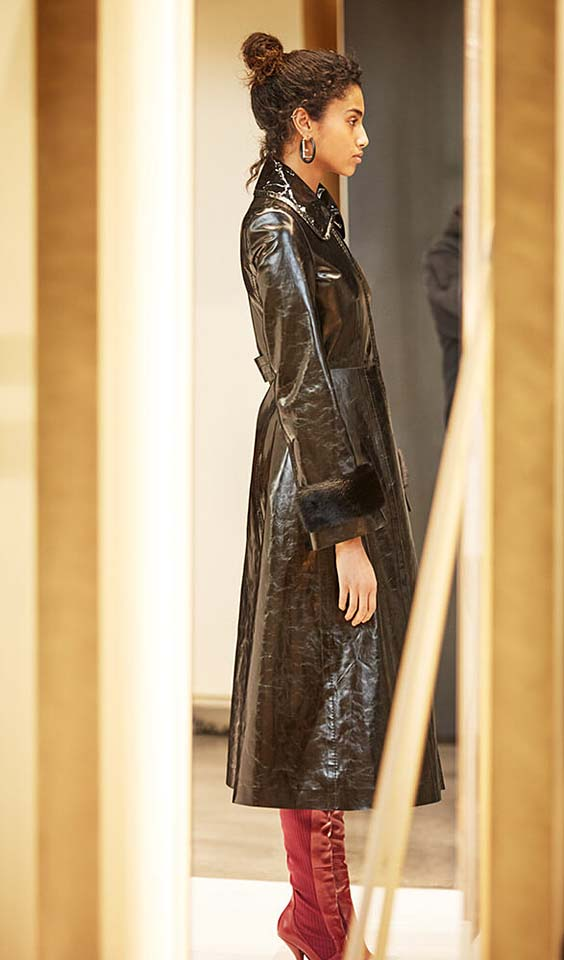fendi-fw17-rtw-fall-winter-2017-18-collection-details (14)-black-leather-jacket-backstage