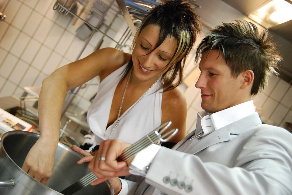 fun-things-to-do-for-valentines-day-cooking-together-couple
