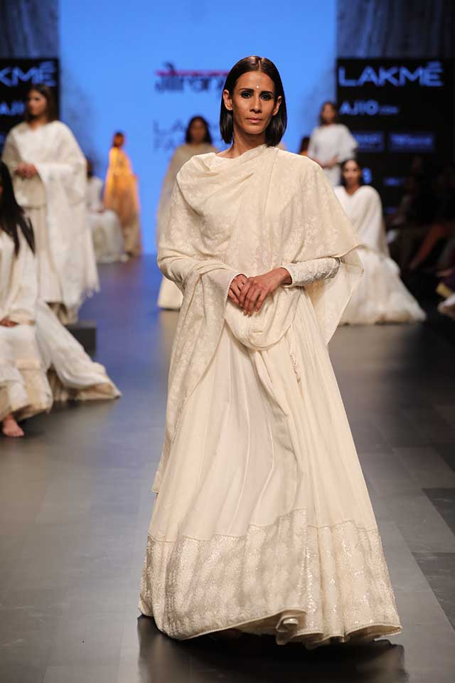 gaurang-shah-lakme-fashion-week-sr17-lfw-summer-resort-2017-indian (1)-white-outfit