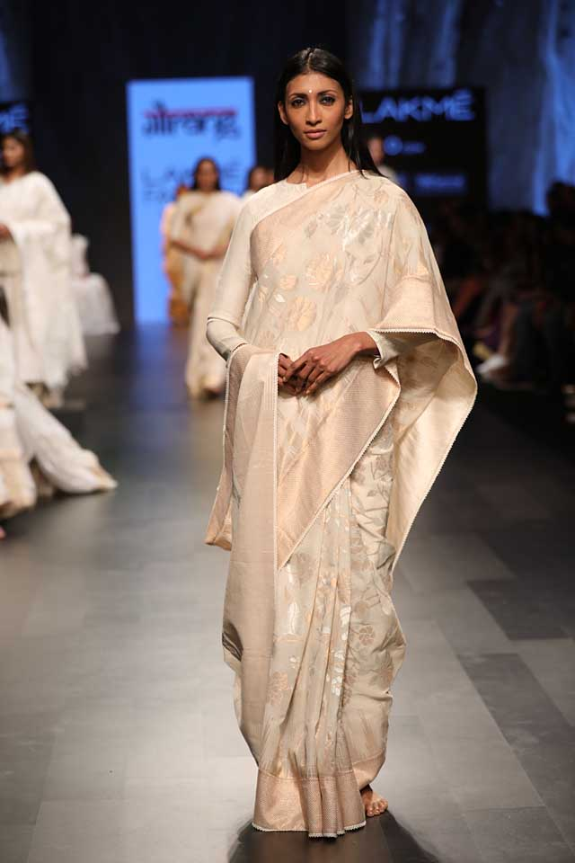 gaurang-shah-lakme-fashion-week-sr17-lfw-summer-resort-2017-indian (2)-off-white-saree