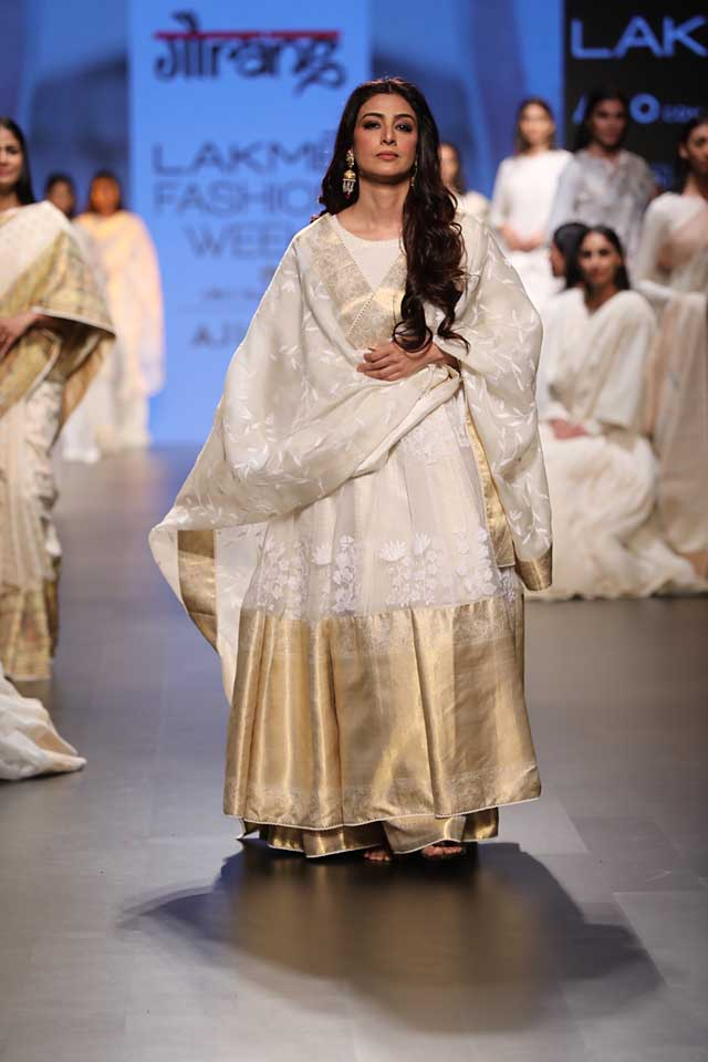 gaurang-shah-lakme-fashion-week-sr17-lfw-summer-resort-2017-indian (5)-anarkali-white-bollywood-tabu-showstopper