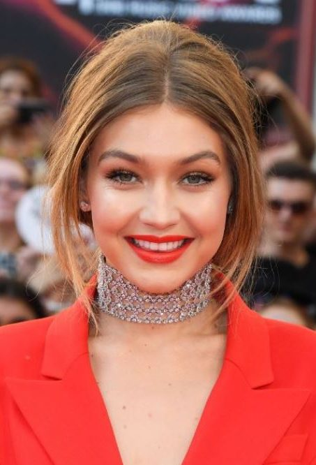 gigi-bangs-long-hairstyle-hadid-cool-party-hairstyles-for-women