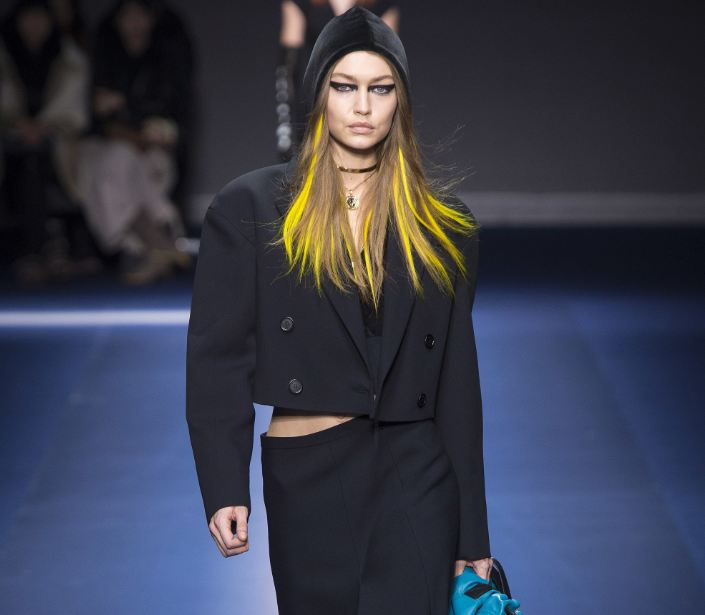 gigi-hadid-versace-fw17-rtw-fall-winter-2017-18-collection-yellow-streaks-hair-makeup