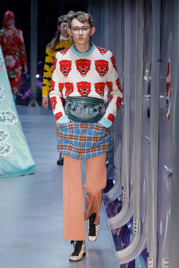 gucci-fw17-rtw-fall-winter-2017-2018-collection (29)-graphic-sweater
