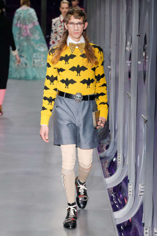gucci-fw17-rtw-fall-winter-2017-2018-collection (30)-graphic-sweater-shorts