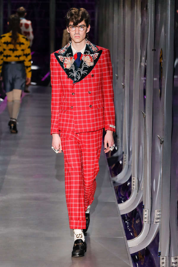 gucci-fw17-rtw-fall-winter-2017-2018-collection (32)-red-suit