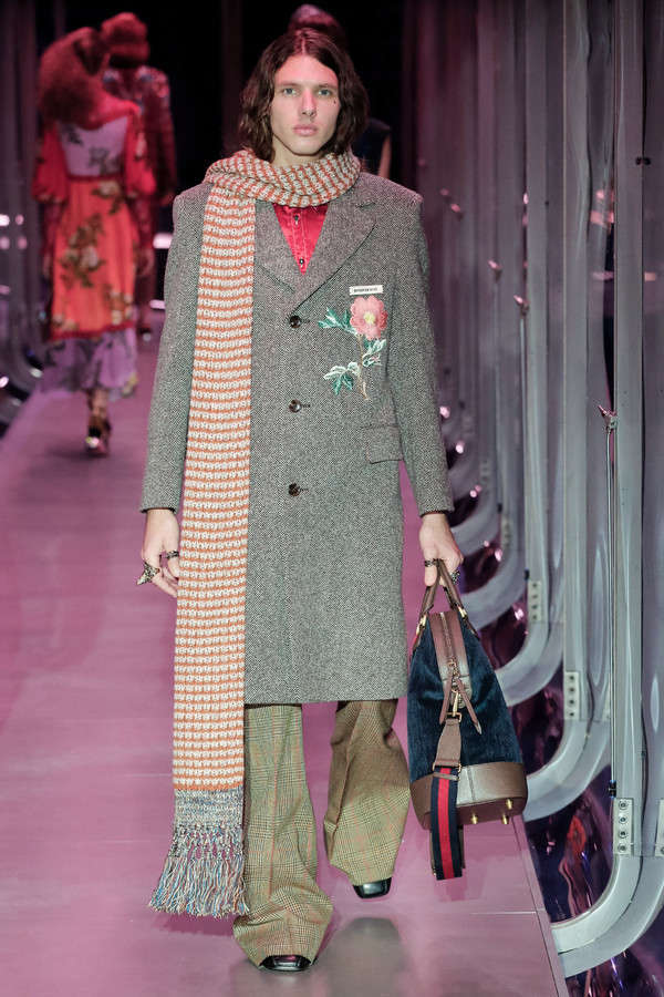 gucci-fw17-rtw-fall-winter-2017-2018-collection (42)-coat-bag-velvet