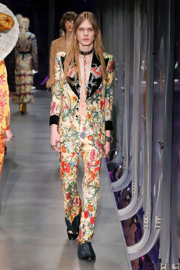 gucci-fw17-rtw-fall-winter-2017-2018-collection (5)-floral-suit