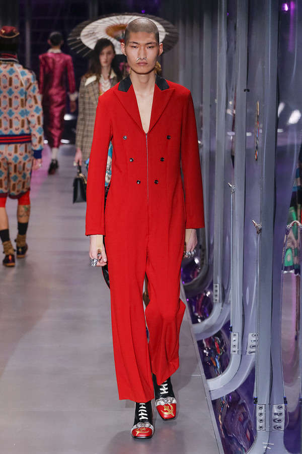 gucci-fw17-rtw-fall-winter-2017-2018-collection (65)-red-suit