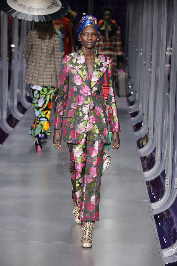 gucci-fw17-rtw-fall-winter-2017-2018-collection (68)-floral-suit