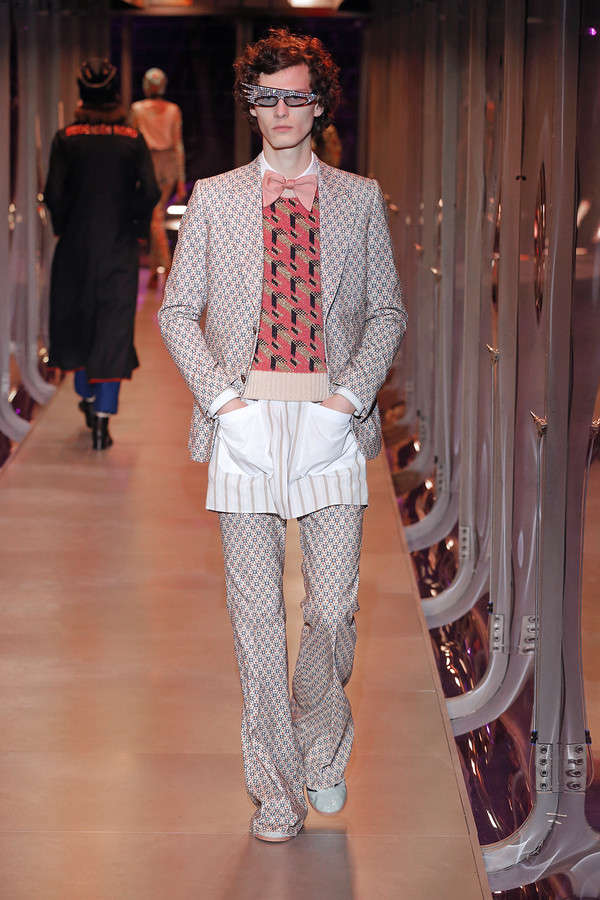 gucci-fw17-rtw-fall-winter-2017-2018-collection (88)-suit-graphic-sweater