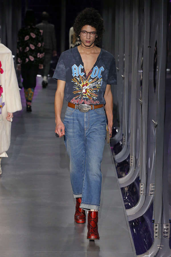 gucci-fw17-rtw-fall-winter-2017-2018-collection (98)-denims-tee-shirt