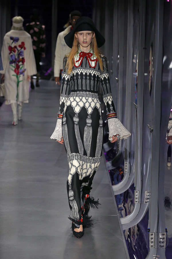 gucci-fw17-rtw-fall-winter-2017-2018-collection (99)-printed-dress