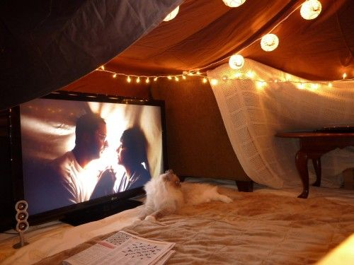 how-to-celebrate-valentines-day-in-special-way-watching-movie-at-home