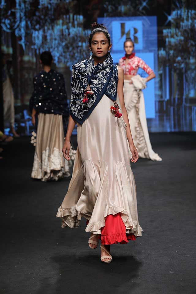 jayanti-reddy-lfw-2017-lakme-fashion-week-summer-resort-collection (4)-blue-scarf-pretty-outfit