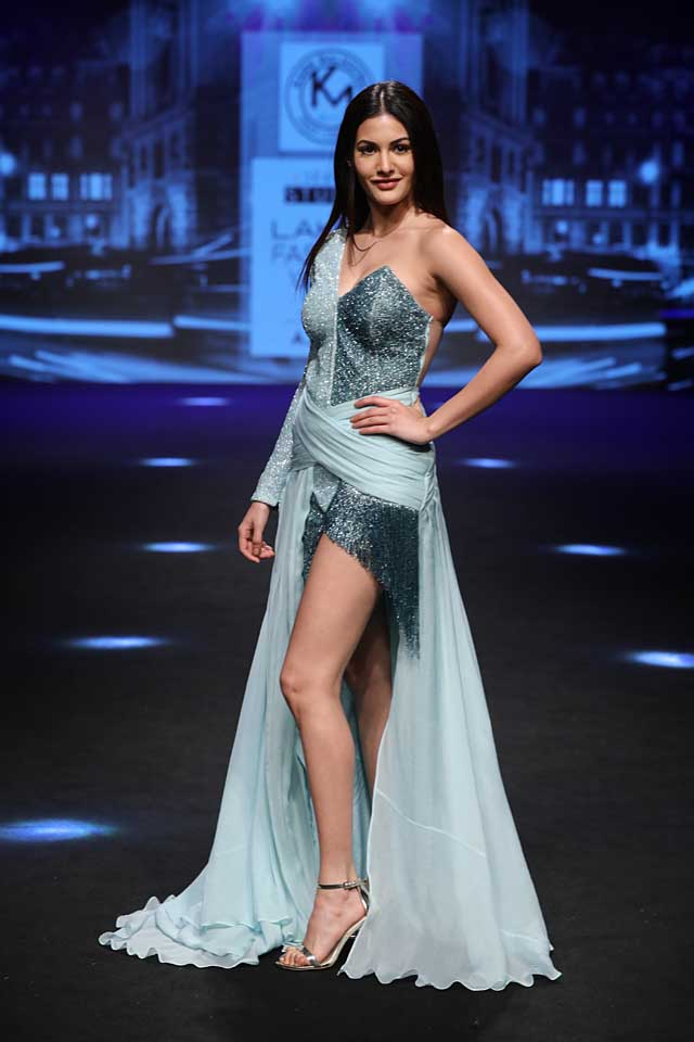 karn-malhotra-lfw-sr17-lakme-fashion-week-summer-resort-2017 (3) -Amyra Dastur