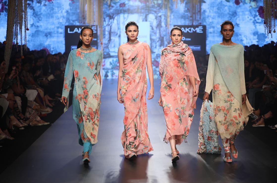 Fashion Picture: Tarun Tahiliani Collection At Lakme Fashion Week Summer