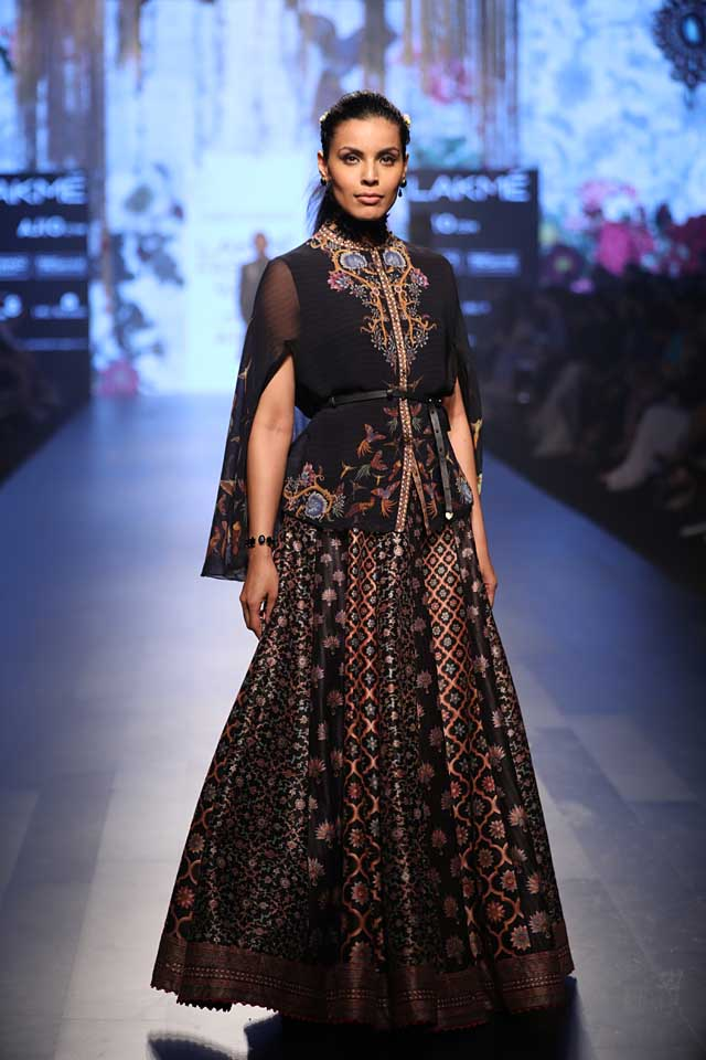 lakme-fashion-week-2017-tarun-tahilani-black-dress-summer-resort-collection