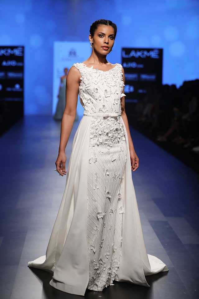 lakme-fashion-week-2017-white-gown-embellished-amit-gt-designer