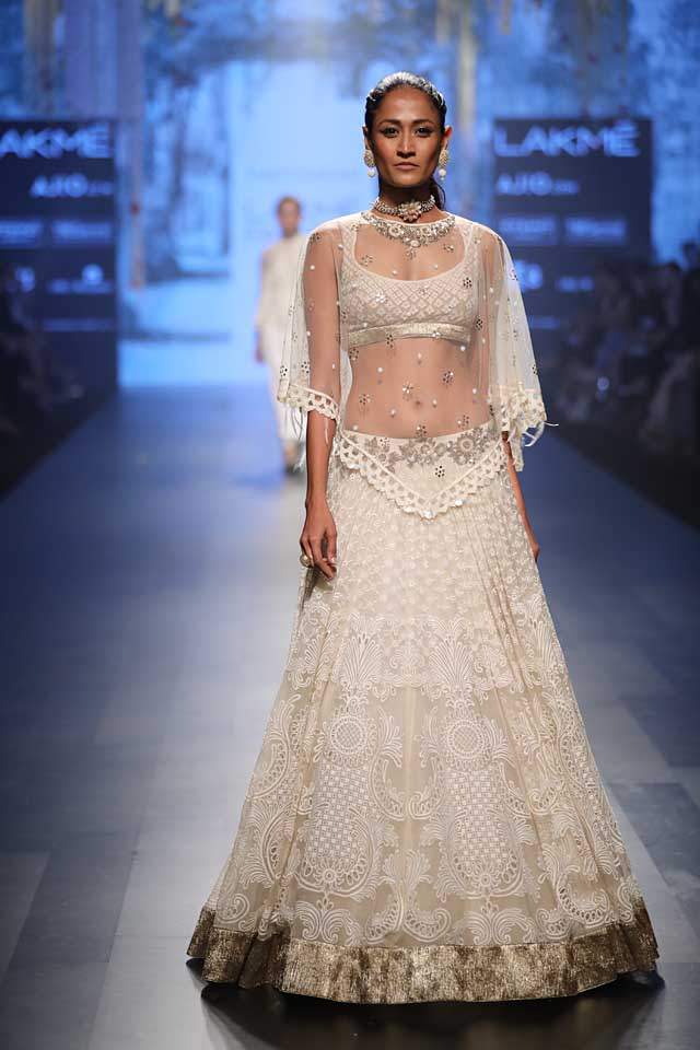 lakme-fashion-week-2017-white-lehenga-cape-tarun-tahiliani