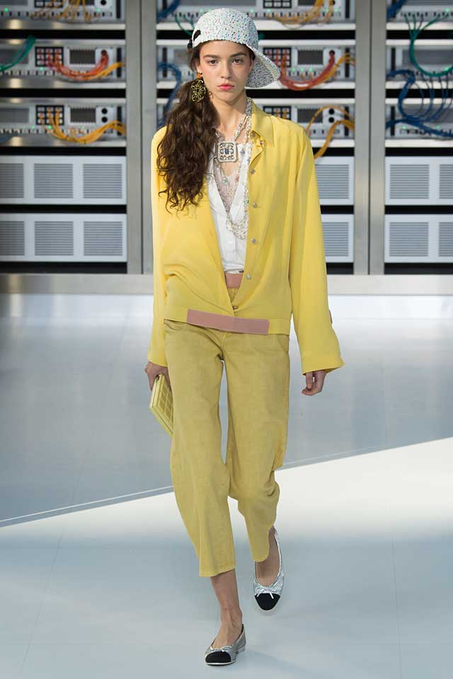 latest-fashion-colors-2017-color-trends-chanel-yellow-set