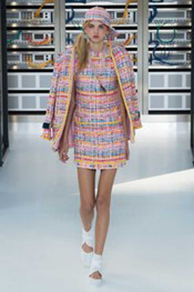 latest-fashion-colors-2017-color-trends-pink-outfit-chanel