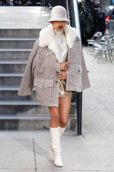 marc-jacobs-fw17-fall-winter-2017-18-outfit-collection (1)-grey-coat-hat-boots