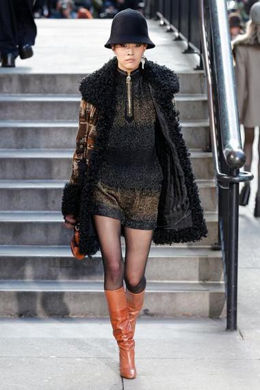 marc-jacobs-fw17-fall-winter-2017-18-outfit-collection (11)-black-hat-wool-boots-street-style