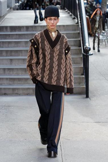 marc-jacobs-fw17-fall-winter-2017-18-outfit-collection (12)-sweater-loose-pants-hat