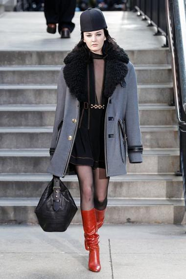 marc-jacobs-fw17-fall-winter-2017-18-outfit-collection (18)-blue-coat-black-dress-red-boots