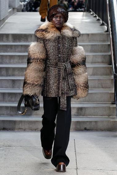 marc-jacobs-fw17-fall-winter-2017-18-outfit-collection (19)-fur-sleeves-hat