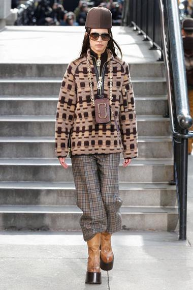 marc-jacobs-fw17-fall-winter-2017-18-outfit-collection (21)-sweater-sunglasses