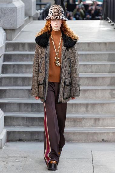 marc-jacobs-fw17-fall-winter-2017-18-outfit-collection (23)-coat-pant-hat-animal-print