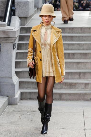marc-jacobs-fw17-fall-winter-2017-18-outfit-collection (27)-dress-neckline-boots