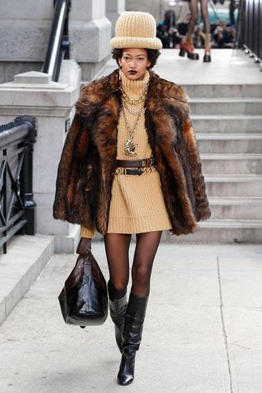 marc-jacobs-fw17-fall-winter-2017-18-outfit-collection (29)-sweater-dress-bag